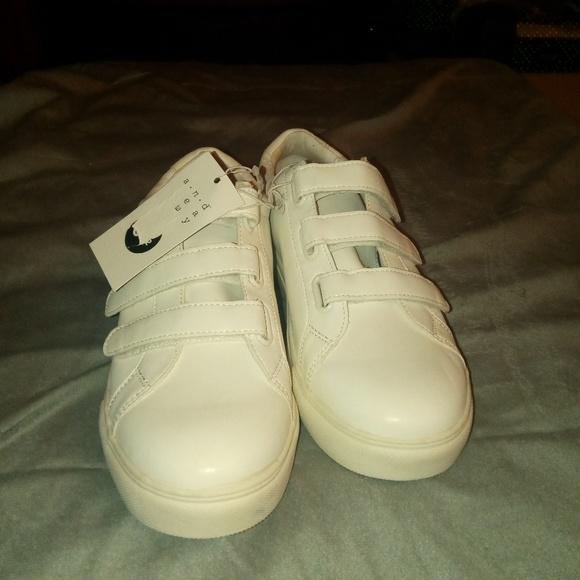 Tennis Shoes W Velcro Straps | Poshmark